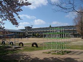 鳥取市立湖山小学校の画像1