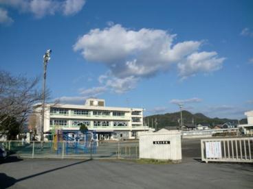 山県市立富岡小学校の画像1