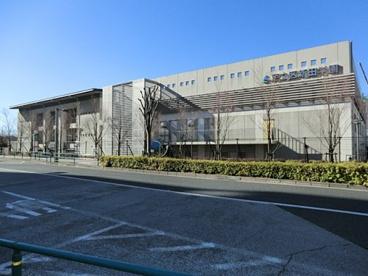 足立区立 新田学園 第1校舎の画像1