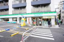 ファミリーマート牛込柳町駅前店