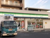 ファミリーマート 日進駅北口店