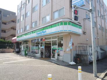 ファミリーマート多摩連光寺店の画像1