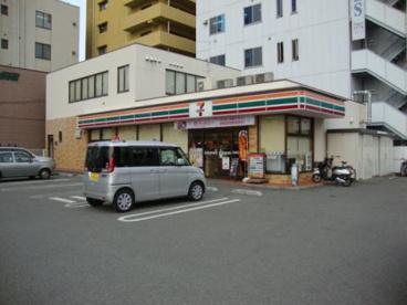 セブンイレブンJR和歌山駅東口店の画像1