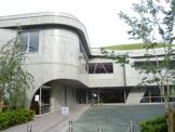 多摩市立唐木田図書館