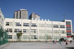 荒川区立第三峡田小学校の画像1