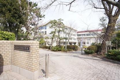 新潟市立寄居中学校の画像1