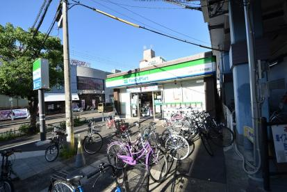ファミリーマート 近鉄八戸ノ里駅前店の画像1