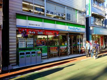 ファミリーマート 世田谷日大通り店の画像1