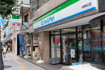 ファミリーマート 中野南口店の画像1