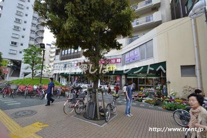 いなげや 新宿小滝橋店の画像2