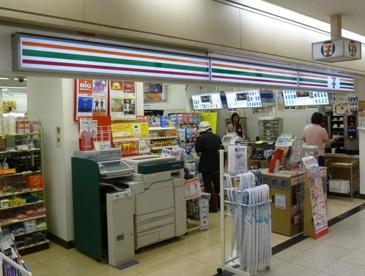 セブンイレブン 大阪駅前第2ビル店の画像1