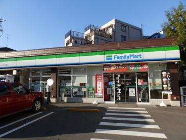 ファミリーマート 六ッ川二丁目店の画像1