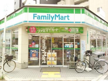 ファミリーマート 阪急三国駅西店の画像1