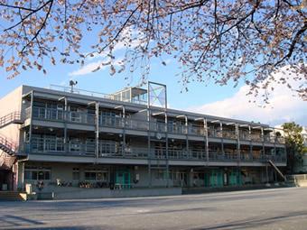 杉並区立杉並第四小学校の画像1