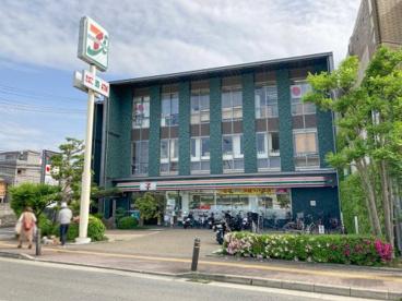 セブン-イレブン 宇治京阪木幡駅前店の画像1