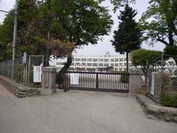 昭島市立拝島第三小学校 緑街道口の画像1