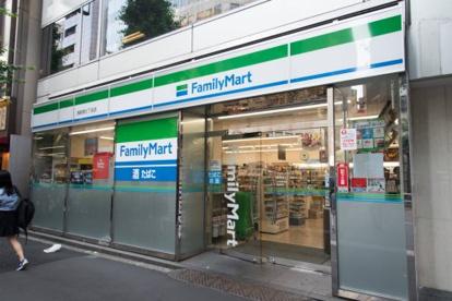 ファミリーマート 新宿七丁目店の画像1