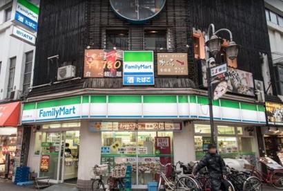 ファミリーマート赤羽駅東口店の画像1
