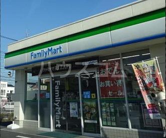 ファミリーマート 六木四丁目店の画像1