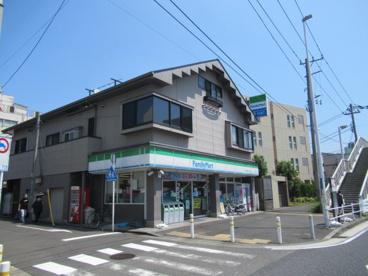 新子安1ファミリーマート 冨士屋新子安西口店の画像1