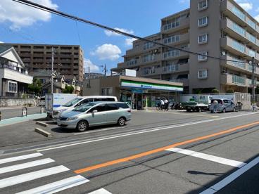 ファミリーマート吹田長野西店の画像1