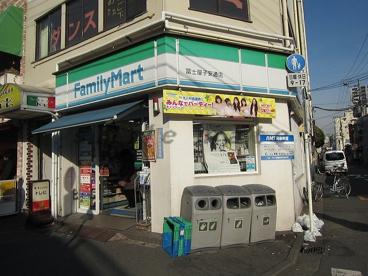 ファミリーマート新子安店の画像1