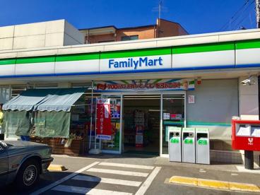 ファミリーマート 世田谷成城通り店の画像1