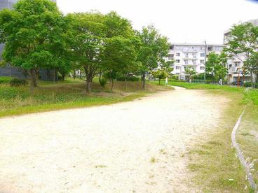 UR都市機構高の原駅前団地公園の画像2