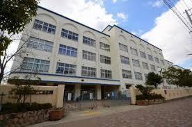 本山中学校の画像1
