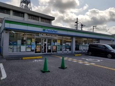 ファミリーマート 高知六泉寺店の画像1