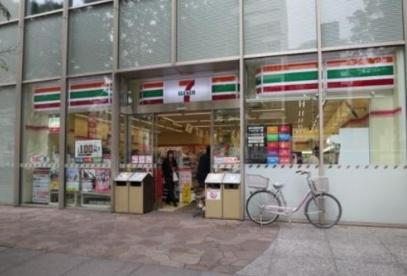 セブンイレブン北の丸スクエア店の画像1