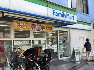 ファミリーマート 王子神谷駅前店の画像1