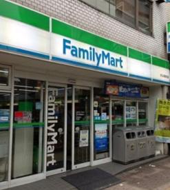 ファミリーマート大久保駅前店の画像1