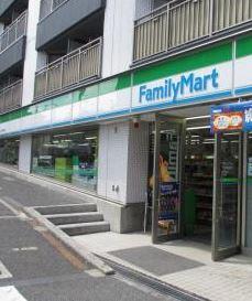 ファミリーマート牛込柳町駅前店の画像1