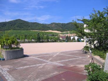 宝塚市立 山手台小学校の画像2