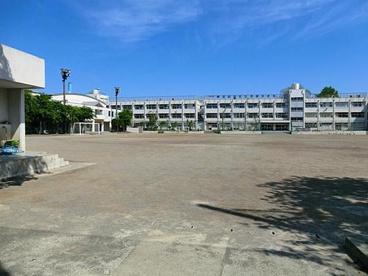用賀中学校の画像1