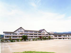 山岸小学校の画像1