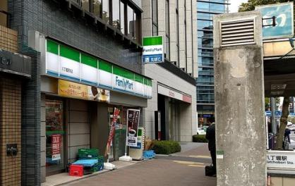 ファミリーマート 八丁堀駅前店の画像1
