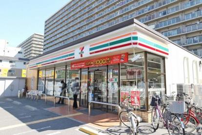 セブン-イレブン 大阪三国本町3丁目店の画像1