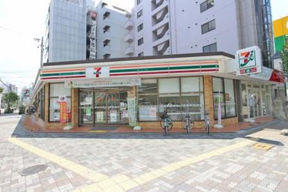 セブンイレブン東三国御堂筋店の画像1