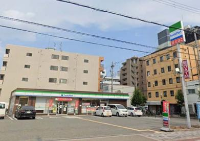 ファミリーマート 淀川東三国店の画像1
