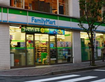 ファミリーマート 千代田小川町店の画像1
