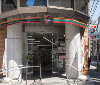 セブンイレブン 千代田一番町店の画像1