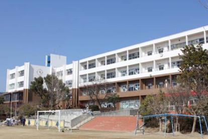 箕面市立萱野東小学校の画像1
