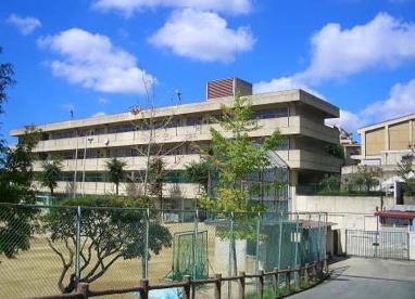 吹田市立南千里中学校の画像1