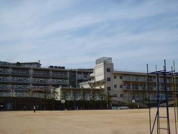 宝塚市立 西山小学校の画像1