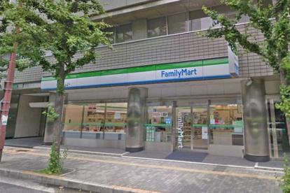 ファミリーマート 江坂駅北店の画像1