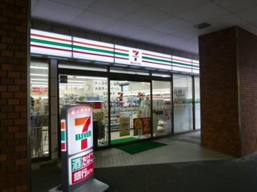 セブンイレブン ハートインJR東部市場前駅前店の画像1