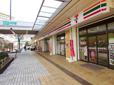 セブンイレブン Iing若葉台団地ふれあい広場店の画像1