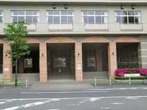 港区立御成門中学校